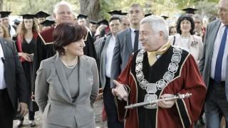 Цвета Караянчева връчи дипломи на отлични студенти във Видин