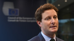 Франция призовава ЕС да не признава ваксините от Китай и Русия