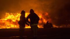 Голям пожар изпепели град в Калифорния