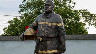 Откриха паметник на бившия шеф на пожарната в Нови Искър