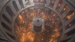 Благодатният огън снизходи в храма на Божи гроб в Йерусалим