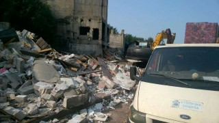 """Бутат незаконни постройки в """"Захарна фабрика"""""""