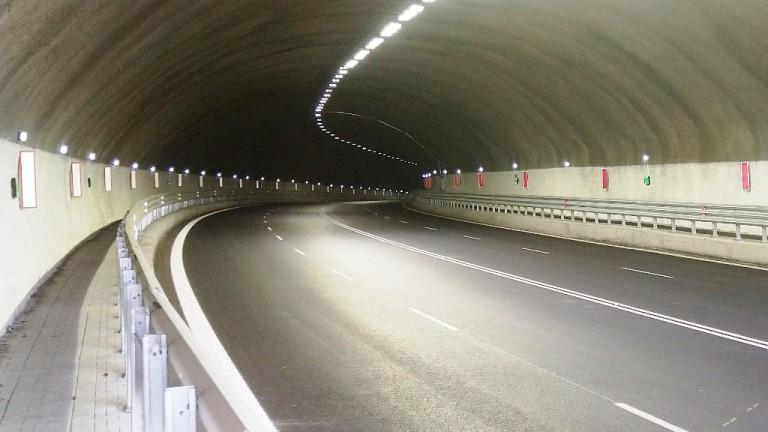 """Шофьорите да се движат с повишено внимание в тунел """"Железница"""""""