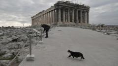 Гърция съкращава карантина и отваря църкви за Коледа