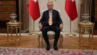 """Призивът за бойкот на Франция поставял Турция """"още по-далеч"""" от ЕС"""