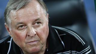 Саша Тарханов остава треньор на Славия