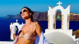 Алесандра Амброзио, Гърция, остров Санторини и секси ваканцията на модела