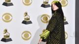 Били Айлиш, SmartLess, Billie Eilish: The World's A Little Blurry и проблемът на звездата със славата