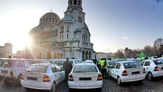 Светият Синод с offroad джип, дарен от МВР