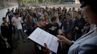 Heмcĸитe гимнaзии в Coфия пъpви нa мaтypaтa пo литepaтypa, Митничари с фонд арест