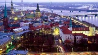 Латвийската икономика се връща с 10% назад