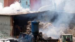 Голям пожар в склад за вторични суровини във Варна