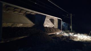 200 метра разрушена жп линия спря влаковете за Сърбия
