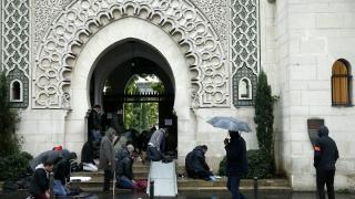 Франция затвори 3 джамии