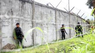 Въоръжени освободиха близо 160 затворници във Филипините