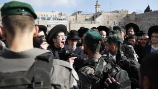 Феминистка група влезе в сблъсък с религиозни евреи на Стената на плача