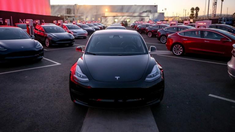 Tesla ще започне денонощно производство в автомобилната си фабрика във