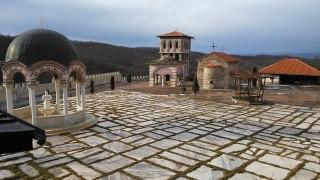 Отец Никанор: И една лъжица няма да се вземе от Гигинския манастир