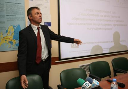 ГЕРБ обеща и на учителите по-високи заплати от 2013-та
