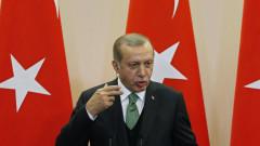 Извънредното положение в Турция остава в сила, категоричен Ердоган