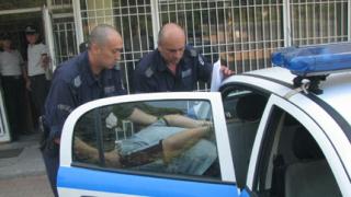 Задържаха мъж, заплашвал с убийство съдията по развода му