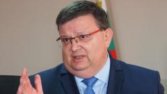 Арестите в Несебър няма да повлияят на изборния процес, успокоява Цацаров