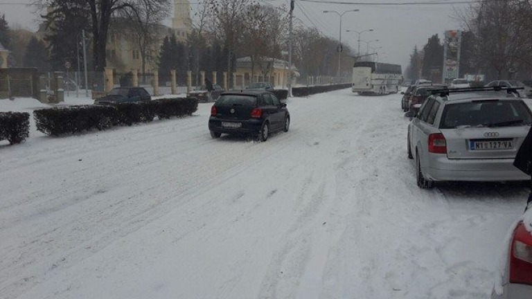 Спряха отново тировете заради снега