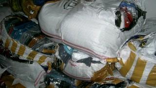 Над 4 хил. чифта дрехи с лога на известни марки задържаха митничари