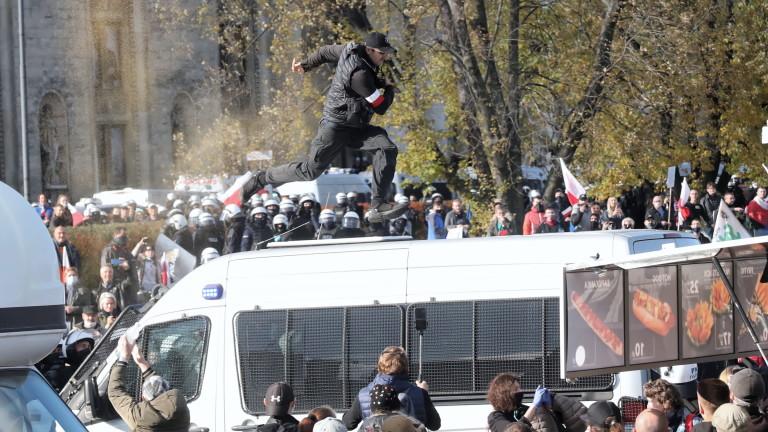 Хиляди граждани на Полша излязоха по улиците днес да протестират