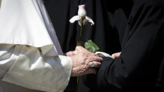 Папата задължи свещенослужителите да сигнализират при педофилия