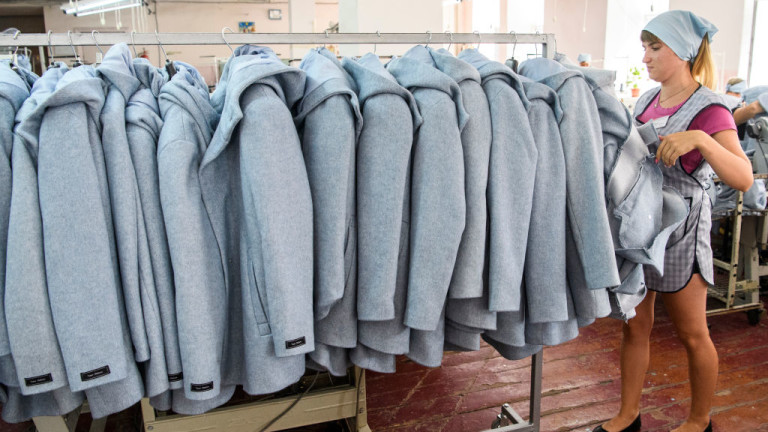 Украйна масово губи работна ръка. Но печели от това