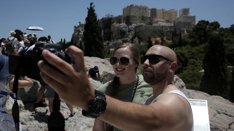 Черни облаци за гръцкия туризъм