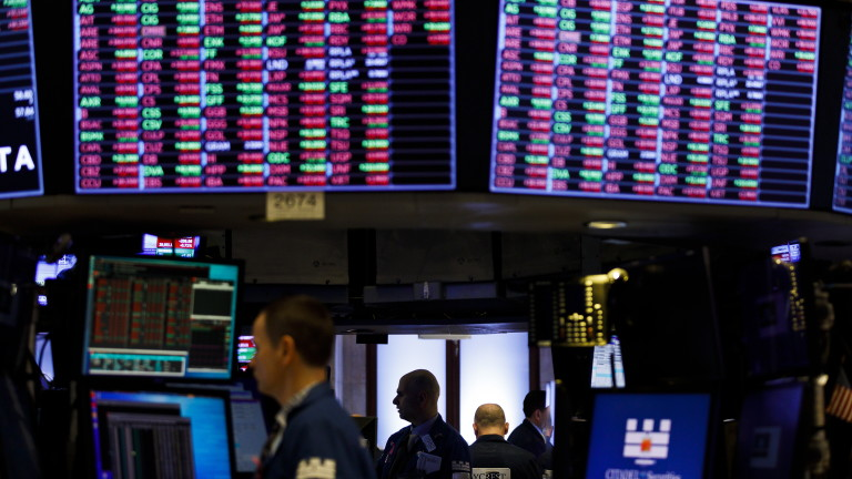 Коронавирусът предизвика спад на петрола и на борсите, качи цената на златото