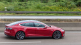 Спряха Tesla без шофьор зад волана