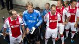 Ван дер Сар се завръща в Аякс