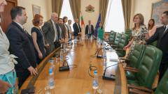 Вицето Захариева отстоява съдебната система пред чуждия бизнес у нас