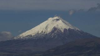 Опасен вулкан се активизира в Еквадор