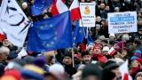 Хиляди поляци отново протестират срещу правителството