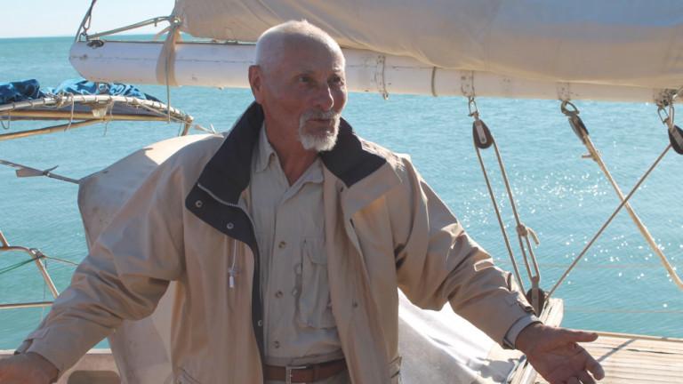 80-годишният Васил Куртев се върна от околосветско пътешествие (ВИДЕО)