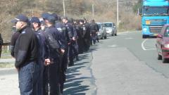 Полицаите да получат парите си за закупени от тях униформи, решиха депутатите