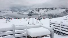 Сняг покри курорта Алта Бадиа в Доломитите