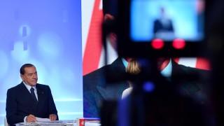 """Берлускони и съюзниците му обещават """"данъчна революция"""""""