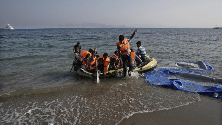 В Гърция арестуваха шестима за фалшифиране на документи на бежанци