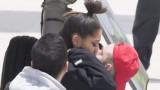 Съсипаната Ариана Гранде в прегръдката на гаджето си (СНИМКИ)