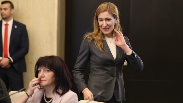 Снимка: Ангелкова иска български туризъм в четирите сезона - Неочаквана ваканция