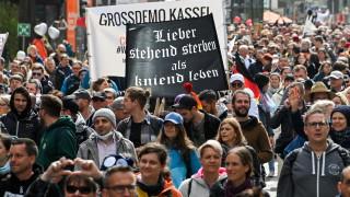 Хиляди в Щутгарт протестираха срещу COVID-19 мерките