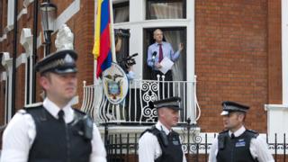 """Асандж призова САЩ да спрат """"лова на вещици"""" в """"Уикилийкс"""""""