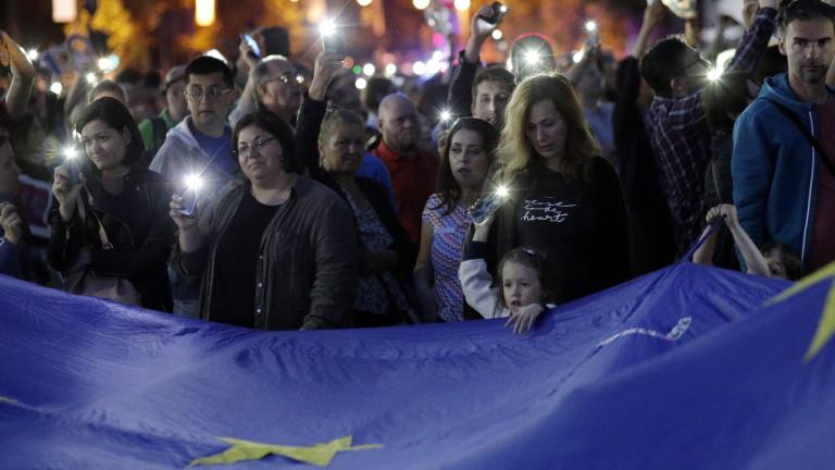 Многохилядни протести в Румъния, поискаха оставката на премиера