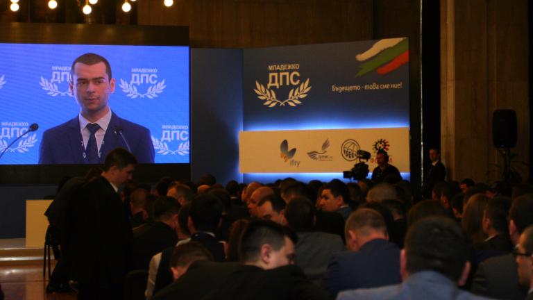 Спецсъдът остави в ареста шефа на ДАИ и още 4-ма обвиняеми; Младежкото ДПС преизбра Кючук за лидер