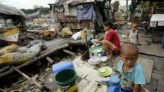 """Тайфунът """"Хагупит"""" взе първи жертви във Филипините"""
